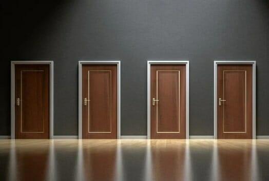 דלתות פנים מעץ מלא